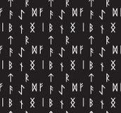 Nahtloses Muster der Runen Tapete des Runen- Alphabetes Schreiben des alten Hintergrundes Alte gotische nahtlose Beschaffenheit A Stockfotografie