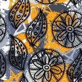 Nahtloses Muster der Spitzes mit Blumen und Blättern Grauer, gelber Hintergrund Lizenzfreie Stockbilder