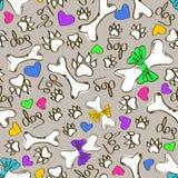 Nahtloses Muster der Tatzen und der Knochen des Hundes Stockfotos