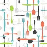 Nahtloses Muster der Tischbesteckikone auf weißem Hintergrund Lizenzfreies Stockfoto