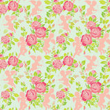 Nahtloses Muster des Feiertags mit netten Engeln und rosa Rosen blüht Lizenzfreies Stockbild