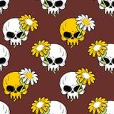 Nahtloses Muster des Gänseblümchens und des Schädels Symbol des Todes und des Lebens Lizenzfreies Stockbild