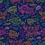Nahtloses Muster des Gekritzels Fische, Meerespflanzen, Luftblasen Lizenzfreies Stockbild