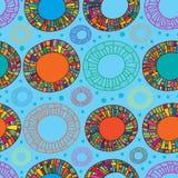 Nahtloses Muster des glücklichen Farbdonuts Lizenzfreie Stockfotos