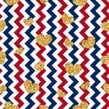 Nahtloses Muster des Goldherzens Rot-blau-weißer geometrischer Zickzack, goldene Konfettiherzen Symbol der Liebe, Valentinstag stock abbildung