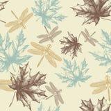 Nahtloses Muster des Herbstes, der Ahornblätter und der Drachme Lizenzfreies Stockfoto