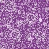Nahtloses Muster des lustigen Gekritzels auf lila Hintergrund. Stockfotos
