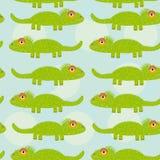 Nahtloses Muster des lustigen grünen Leguans mit nettem Tier auf einem blauen b vektor abbildung