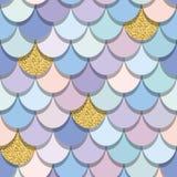 Nahtloses Muster des Meerjungfrauendstücks mit Goldfunkelnelementen Bunter Fischhauthintergrund Modische Pastellrosa- und Purpurf lizenzfreie stockfotografie