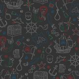 Nahtloses Muster des Themas der Piraterie und Seereisen umreißen Ikonen, farbige Kreiden auf der dunklen Schulbehörde stock abbildung