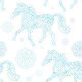 Nahtloses Muster des Winters mit dekorativen Pferden Stockfoto