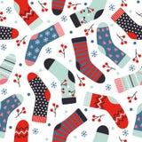 Nahtloses Muster des Wintervektors mit gestrickten Socken, Beeren und s stock abbildung