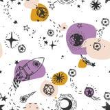 Nahtloses Muster für Reise nach Raum mit Skizzensternen, Rakete, Kometen und Planeten und bunte Stellen Stockbild