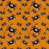 Nahtloses Muster Halloweens mit Spinnen- und Spinnennetz über Oran Stockfotografie