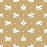 Nahtloses Muster im Retrostil mit einer weißen Krone auf einem Goldhintergrund Lizenzfreies Stockfoto