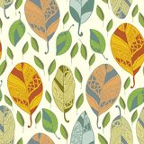 Nahtloses Muster mit abstraktem Blatt Stockbilder
