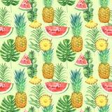 Nahtloses Muster mit Ananas, Wassermelonen und tropischen Blättern auf grünem Hintergrund Tropische Aquarellillustration Stockfoto