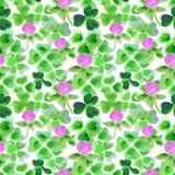 Nahtloses Muster mit Aquarellblättern und Blumen des Klees für Design Lizenzfreie Stockfotos
