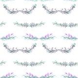 Nahtloses Muster mit Aquarellblumenverzierung von den grünen und purpurroten Anlagen Stockfotos