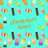 Nahtloses Muster mit Aquarellfrucht und SchokoladenEiscreme auf dem Stock lokalisiert auf Türkishintergrund mit Sommertext stockfoto