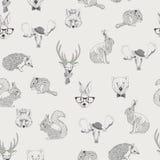 Nahtloses Muster mit Bäumen, Sträuche, Laub, Tiere auf hellem Hintergrund in der Weinleseart stock abbildung
