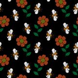 Nahtloses Muster mit Biene und Blumenstickerei näht imitat Lizenzfreies Stockbild