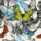 Nahtloses Muster mit blühenden Rosen und fliegenden BU Stockfoto