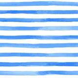 nahtloses Muster mit blauen Aquarellstreifen handgemalte Bürstenanschläge, gestreifter Hintergrund Auch im corel abgehobenen Betr Lizenzfreie Stockbilder