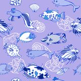 Nahtloses Muster mit blauen Fischen Lizenzfreie Stockbilder