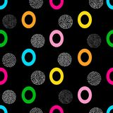 Nahtloses Muster mit buntem zählbaremnull und Kreise auf dem schwarzen Hintergrund lizenzfreie abbildung