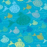 Nahtloses Muster mit bunten Fischen. Lizenzfreie Stockfotografie