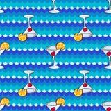 Nahtloses Muster mit Cocktailgetränken und -meer Lizenzfreie Stockbilder