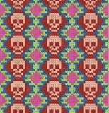 Nahtloses Muster mit dem Schädel und den ethnischen mexikanischen Elementen Tag der Toten, ein traditioneller Feiertag in Mexiko  Lizenzfreie Stockbilder