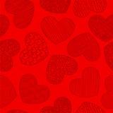 Nahtloses Muster mit dem Skizzieren von den Herzen rot Stockfotos