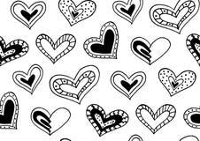Nahtloses Muster mit den Hand gezeichneten Tintengekritzelherzen Stockfotografie