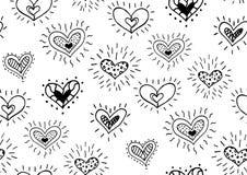 Nahtloses Muster mit den Hand gezeichneten Tintengekritzelherzen Lizenzfreies Stockbild