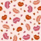 Nahtloses Muster mit den Lippen und den Herzen auf einem hellrosa Hintergrund lizenzfreie abbildung