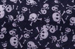 Nahtloses Muster mit den Schädeln auf Blau Lizenzfreie Stockfotos