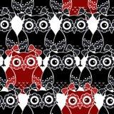 Nahtloses Muster mit den schwarzen und roten Eulen Stockfotografie