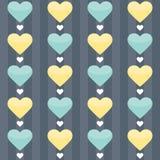 Nahtloses Muster mit den tadellosen und gelben Herzen auf einem Blau Stockfoto