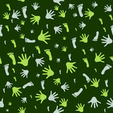 Nahtloses Muster mit Drucken von Händen und von Füßen Stockbilder