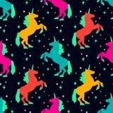 Nahtloses Muster mit Einhornschattenbild Auch im corel abgehobenen Betrag Netter magischer Hintergrund Computererzeugter Fractal Stockfoto