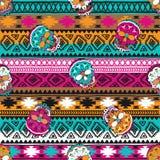 Nahtloses Muster mit Elementen des Schädels Ethnische Bänder Boho Stammes- Artdesign Stockfotos