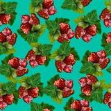 Nahtloses Muster mit Erdbeere und Blättern auf grünem Hintergrund Lizenzfreies Stockfoto