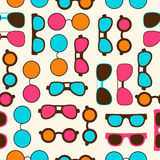 Nahtloses Muster mit Farbsonnenbrillen Stockbilder