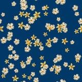Nahtloses Muster mit gelbem Plumeria Lizenzfreie Stockfotografie