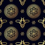 Nahtloses Muster mit Goldbiene Stockfotos