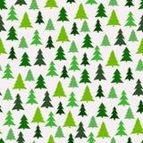 Nahtloses Muster mit grünen Tannenbäumen Stockbild