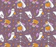 Nahtloses Muster mit Halloween-Charakteren Kinder in den Kostümen Lizenzfreie Stockfotografie