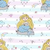 Nahtloses Muster mit Hand gezeichneter kleiner Meerjungfrau des Vektors Lizenzfreie Stockfotos